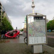 Hund und Herrlich_Berlin_Vera-Brittain_Ufer/Unter den Linden