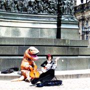 Hund und Herrlich_Dresden_theaterplatz