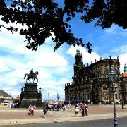 Hund und Herrlich_Dresden_Theaterplatz_Kathedrale Sanctissimate Trinitatis